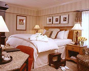 King Guestroom at the Latham Hotel